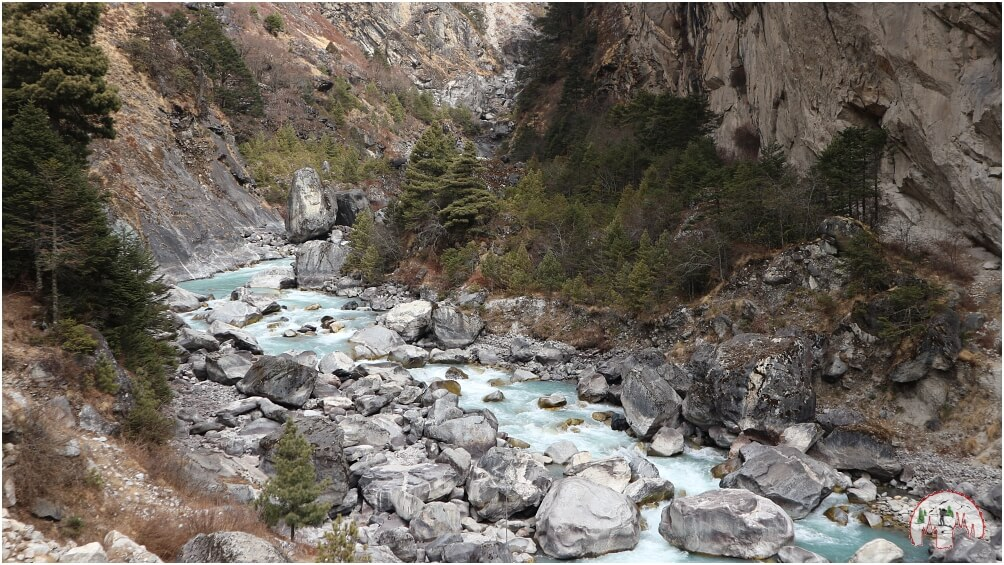 Rivercrossing Duth Kosi Fluss Tengboche Everest Trek