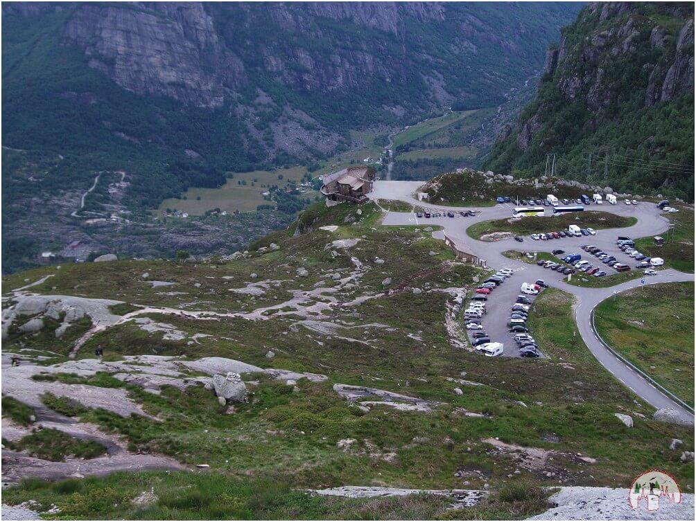 Der Parkplatz unten, wo die Wanderung zum Kjeragbolten beginnt