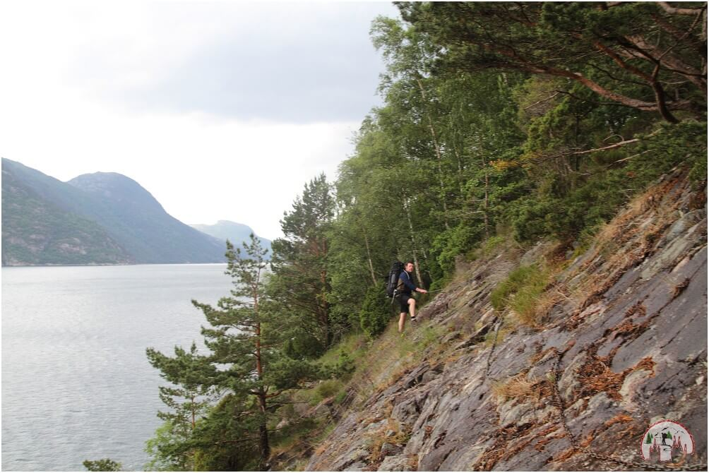 Steiler Hang im weiteren Verlauf der weiteren Wanderung