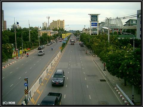 Highway 4 ... rechts im Hintergrund: Hua Hin Market Village