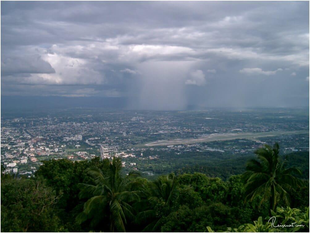 Aussicht auf Chiang Mai vom Kloster