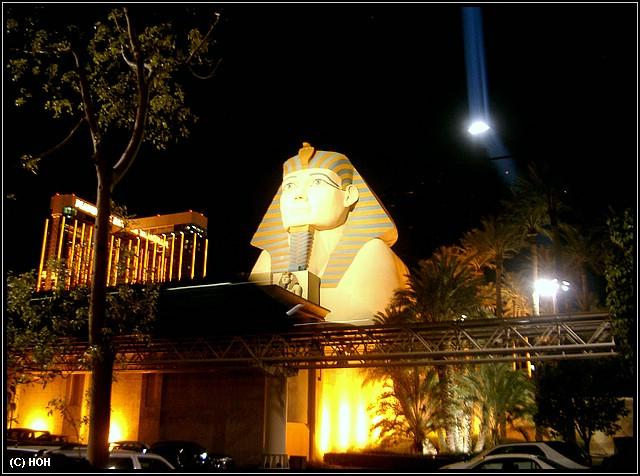 Luxor bei Nacht