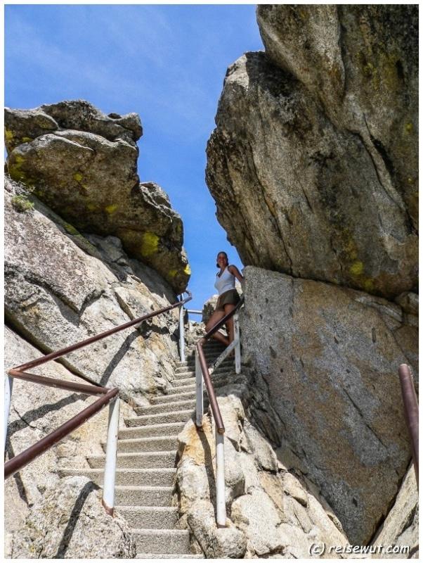 Der Aufstieg auf den Moro Rock ist teilweise ganz schön steil