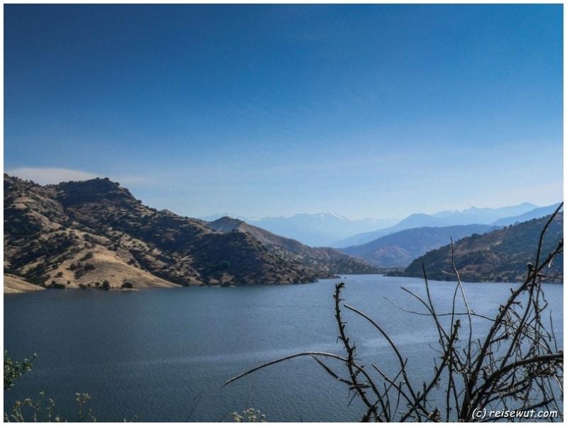 Auf der Fahrt zum Sequoia National Park kommen wir am Lake Kaweah vorbei
