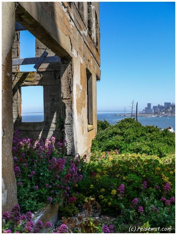 Verfallenes Gebäude auf Alcatraz