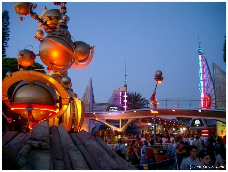 Futureland im Disneyland Anaheim sieht teilweise wirklich sehr spacig aus
