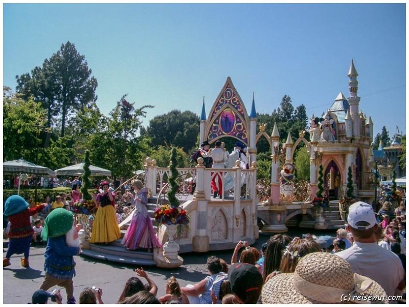 Die Disney-Parade am Nachmittag ist immer eines der Highlights bei einem Besuch
