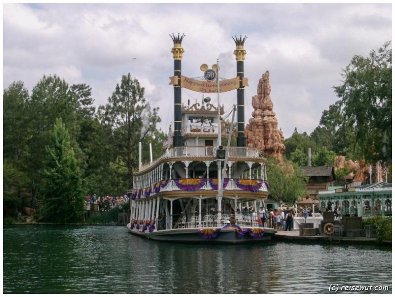 Der alte Raddampfer im Disneyland Anaheim bei Los Angeles