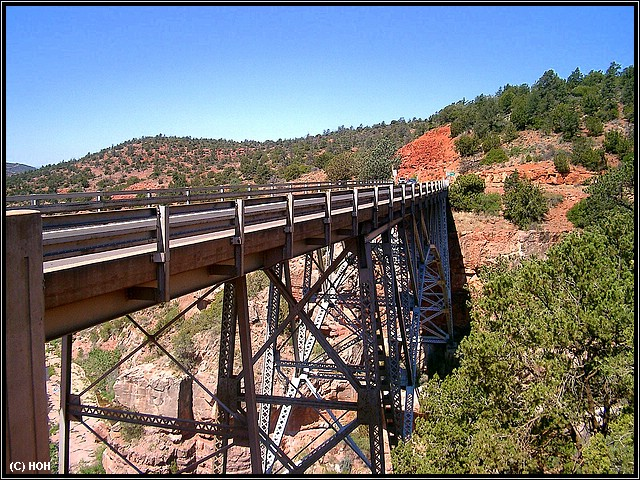 Brücke durch den Oak Creek Canyon