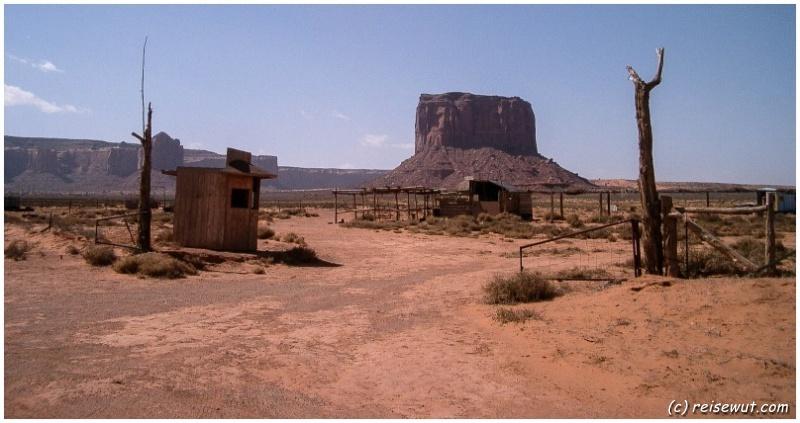 Auf der Zufahrtsstrasse zum Monument Valley
