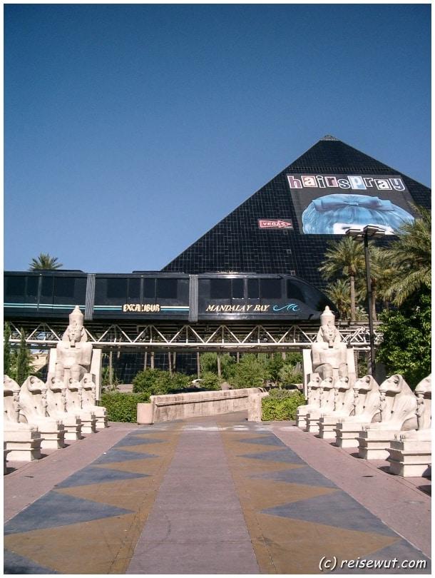 Die schwarze Pyramide vom Hotel Luxor