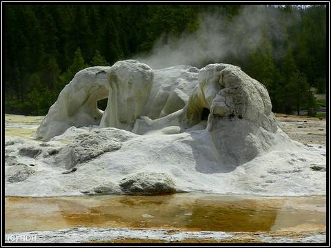 Nur ein weiterer Geysir im Yellowstone National Park
