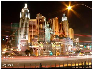 Das Hotel NYNY bei Nacht