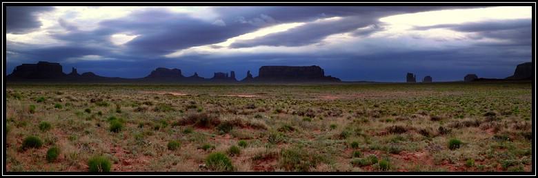 Morgengrauen am Monument Valley