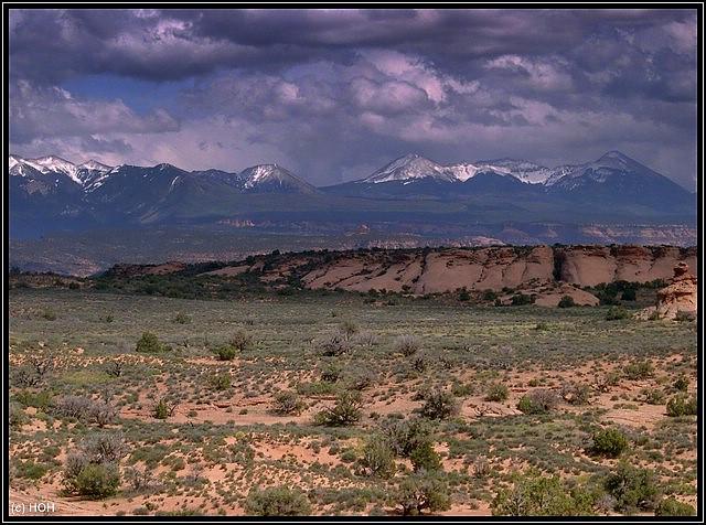 In der Ferne: La Sal Mountains bei Moab