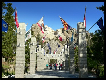 Avenue of Flags beim Mount Rushmore